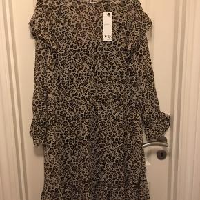 Super flot kjole i dyreprint. Str. XXL  Byd :-)