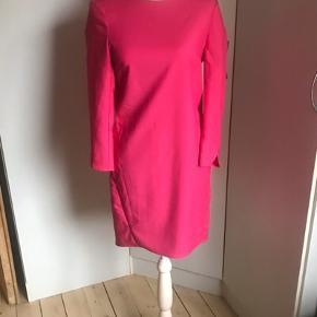 Foxy pink kjole fra  2N Day. Aldrig brugt