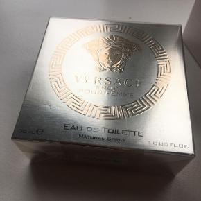 Versace Eros EDT 30 ml.Pris i butik 410 kr. Du kan få den for 300 kr inklusiv forsendelse.