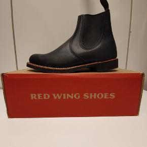 Red wing 8200 us8 euro 41 Chelsea rancher. Ikonisk støvle fra Amerikanske Red Wing, håndlavede støvler i høj kvalitet.  Prisen er fast