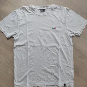 Varetype: T-shirt Farve: Hvid   Enkel hvid t-shirt fra H2O