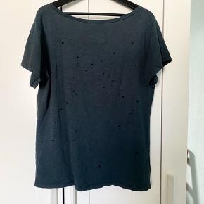 Super fed og udgået tshirt fra HJ Muse. Ripped og i det blødeste materiale. Sælges da jeg ikke går med den mere :)