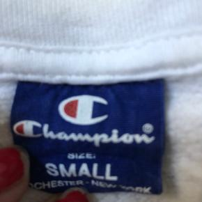 Champion hoodie sælges, fitter en stor small/ M🍒
