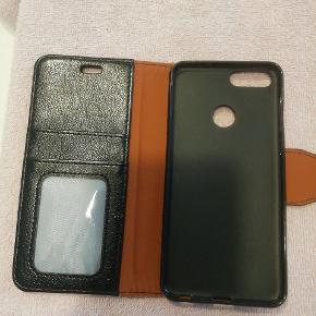"""Cover til Huawei P Smart . I sort ægte læder. Lommer til """"plastikkort indeni. Fejlkøb. Kom med et realistisk bud"""