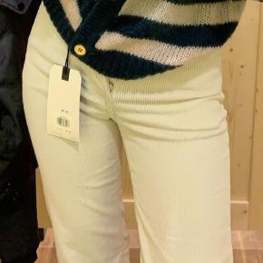 Levi's ribage bukser. Størrelse W26. Super fede. Sælges da de er lidt for korte, men jeg er 179cm