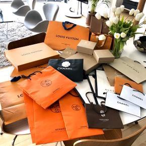 Poser og æsker fra Chanel, Burberry, Goyard, Louis Vuitton, Gucci og Christian Louboutin 🖤  De små poser fra Louis Vuitton er solgt.
