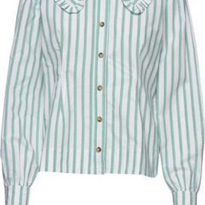 Feathery Cotton Grøn skjorte. Brugt to gange. Endnu ikke vasket. Fremstår som ny. Bytter ikke.