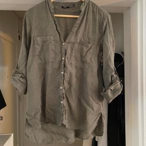 Armygrøn skjorte fra ZARA. Brugt 1 gang