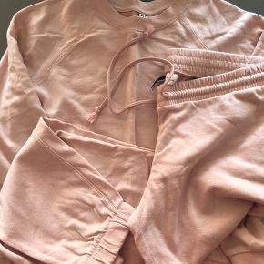 Buks og bluse Brugt en gang Str. L Sendes med DAO (38kr)🌸