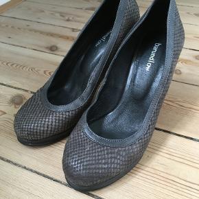 gråbrune sko