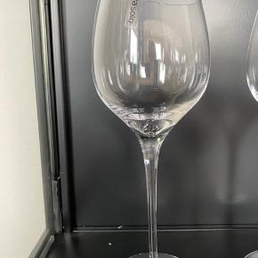 11 stk. Eva solo Bordeaux rødvinsglas  Flere af dem har aldrig været brugt.  Samlet pris og mindste pris: 1000 kr.  Ingen forsendelse - kun et afhentningskøb