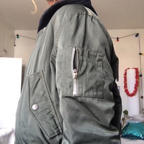 Lækker bomber jakke