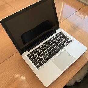 Ældre Macbook Pro 2012 model. Virker upåklageligt og har aldrig fejlet noget. Original kasse og lader medfølger.