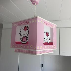 Hello Kitty lampe. God stand. 150kr eller byd.