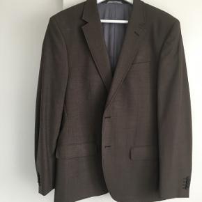Flot facon syet herre blazer - brugt en gang Farven er brun meleret Prisen er inklusive Porto/fragt🌺