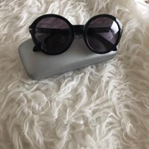 Seje solbriller fra Calvin Klein.  Nypris 1750,-  Bytter gerne