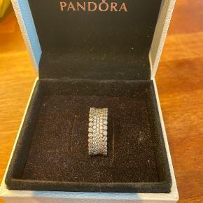 Pandora ring i str 56, kun brugt få gange