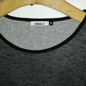 Sortmeleret bluse fra Only i str M, brugt et par gange og i fin stand