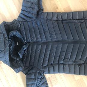 2 stk jakker den ene str 150 og den anden 160 kun brugt få gange så fremstår perfekt  Prisen er pr jakke