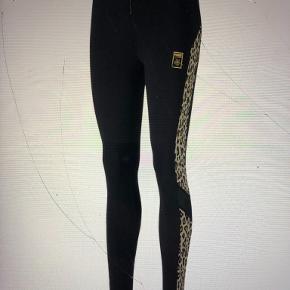 Helt nye Puma X Co tights ( og Charlotte Olympia ), til salg i butikkerne nu til 600,-  Sælges for 400,-