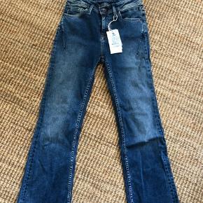 Fede jeans med lidt svaj- 'Celia'- helt nye - bytter ikke;-)