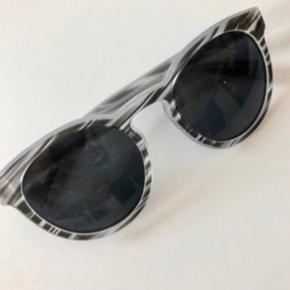 Sindssyg pris!!  Super smukke solbriller fra Dolce Gabbana.  Hentes på Islands Brygge
