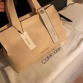 Helt ny Calvin Klein taske. Fejler absolut intet og dustbag medfølger 🤩