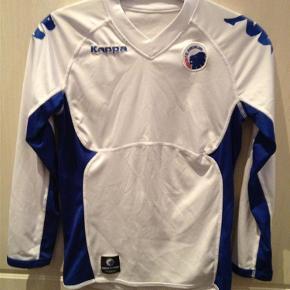FCK spillertrøje med lange ærmerDer er en lille plet og en lille tråd der er gået løs - se billederne  Sportstrøje Farve: hvid blå Oprindelig købspris: 500 kr.