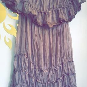 Sød tunika/top/kjole  str M/L men kan bruges som oversize fra xs-m og ellers hvad man synes. Brugt en enkelt gang.