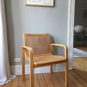 1 stk. Vildt fed fletstol sælges.  Mener den er lavet i Italien. Har skrevet at standen er god men brugt, men den er meget bedre end dét - de er ikke beskadiget og flettet er stadig flot.   Står i Aalborg.