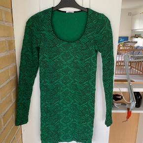 Grøn Python dress. Meget smuk. Aldrig brugt, da den desværre er for lille til mig. Købt i Wolford butikken på Gl. Kongevej.