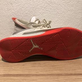 Nike Jordan basket sko.  Meget fin stand  Har kun været brugt indendørs