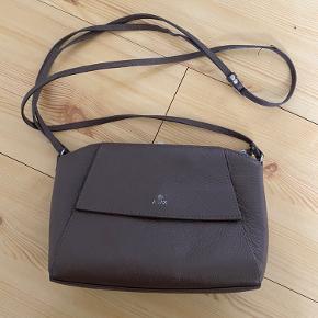 God størrelse taske. Den er brugt, men stadig i fin stand.