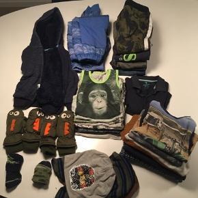 STR 86-98! 2 par dino luffer, 2 sæt varme sokker,  2 elefant huer, 1 hue, 1 varm plys trøje, 1 sæt termotøj, 9 bodystockings, 1 T-shirt, 5 par bukser og 5 bluser. Det hele er brugt, men uden huller. Afhentes 6705 Esbjerg Ø, Andrup.
