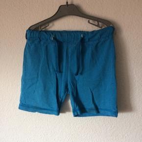 Mads & Mette - shorts Str. 98-104 Næsten som ny Farve: blå Køber betaler Porto!  >ER ÅBEN FOR BUD<  •Se også mine andre annoncer•  BYTTER IKKE!