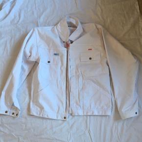 Retro arbejdsjakke fra det gamle Frysehuset Thy - aldrig brugt. Navnet kan muligvis fjernes  Der er matchende overalls til salg på min profil