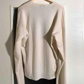 Luksus uld strik fra Yves Saint Laurent i str L. Mp kr 1200
