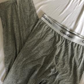 Sælger de her meget fine Calvin Klein nat bukser i en str. xs har brugt meget få gange da jeg er vokset ud af dem. Ingen tegn på slid. Er dog lidt krøllede på billedet men de fejler intet