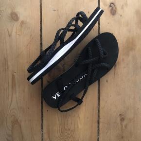 Vero Moda sandaler til salg. Aldrig brugt, så er åben for bud.