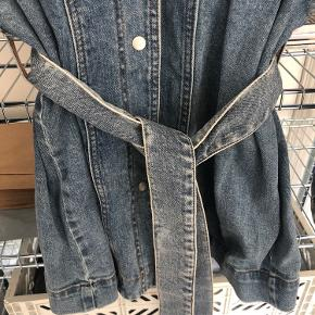 Brugt en enkelt gang, lækker denim skjorte fra trend (H&M) bytter ikke.
