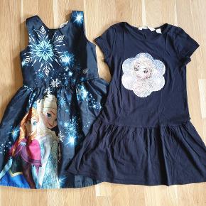 Frozen kjoler. 1 stk satin, 1 stk med vendbare pailetter.  Sælges samlet.  OBS: Der står navn i kjolerne.