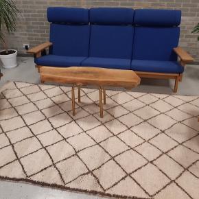 Håndknyttet beni ouarain tæppe fra Marokko. Tykt og lækkert. Klassisk motiv. Har aldrig været brugt. Måler 285 x 165 cm. Sendes med GLS