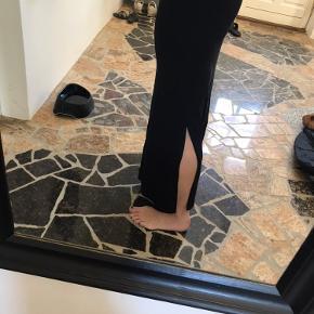 Nederdel fra Vila med slids i begge sider og bindebånd i taljen - brugt få gange