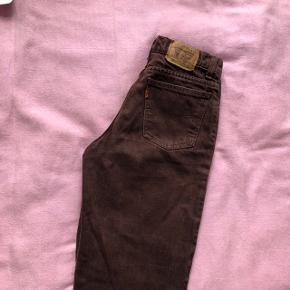 Mørkebrune jeans fra Levi's  Sælges, da de er for små til mig  Str: w29 l30