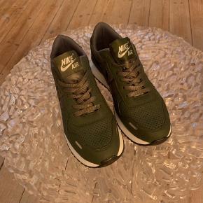 Nike Replica