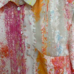 Really nice blouse, never used. Made from recycled polyester