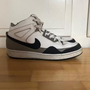 Nike sko str 44 lidt slidte men de vil rengøres hvis du vælger at købe