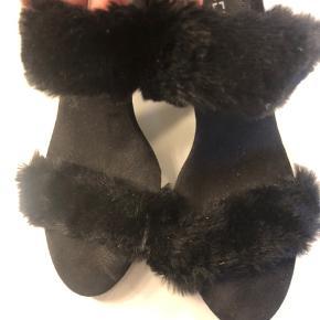 Sød sko med pels, næsten ikke brugt
