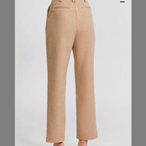 Fra det australske brand Acler 💛 fineste bukser, men får dem desværre ikke brugt nok. Fitter en xs