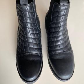 Skoene er i rigtig god stand!